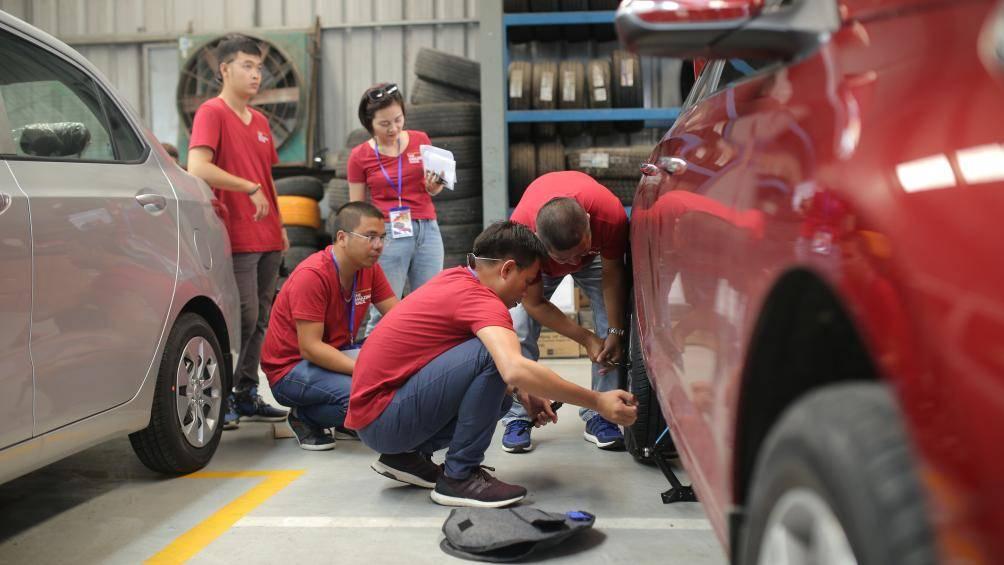 kiểm tra lốp xe
