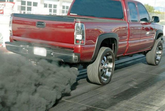 ô tô truyền thống thải khí CO2 gây ô nhiễm